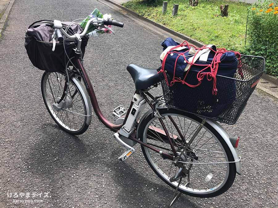 荷物を積んだ自転車