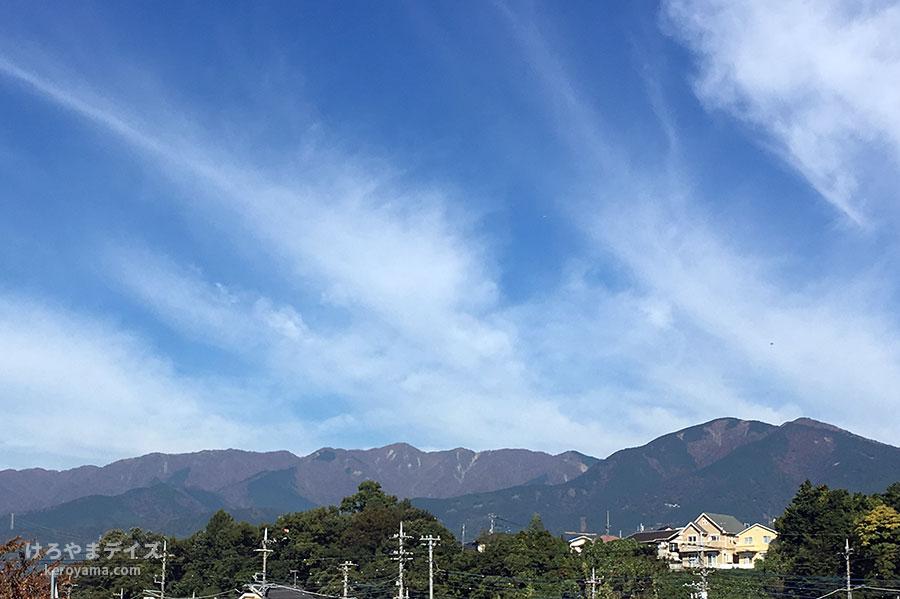 丹沢の山々と青空