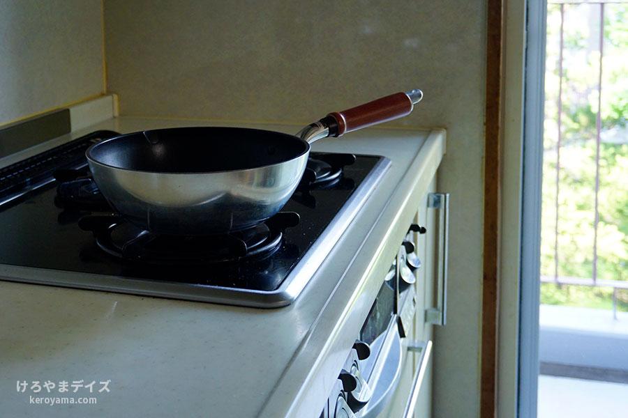 父、厨房へ入る